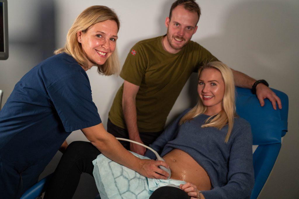 MANGE PASIENTER: Gynekolog hos Volvat, Linda Karlsen gir kommende foreldre en trygghetsfølelse.